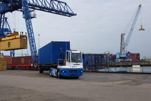 UWT - persbericht - Eerste waterstof terminal trekker in Rotterdamse haven